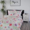 Bettwäsche Floral Pink auf einem Bett