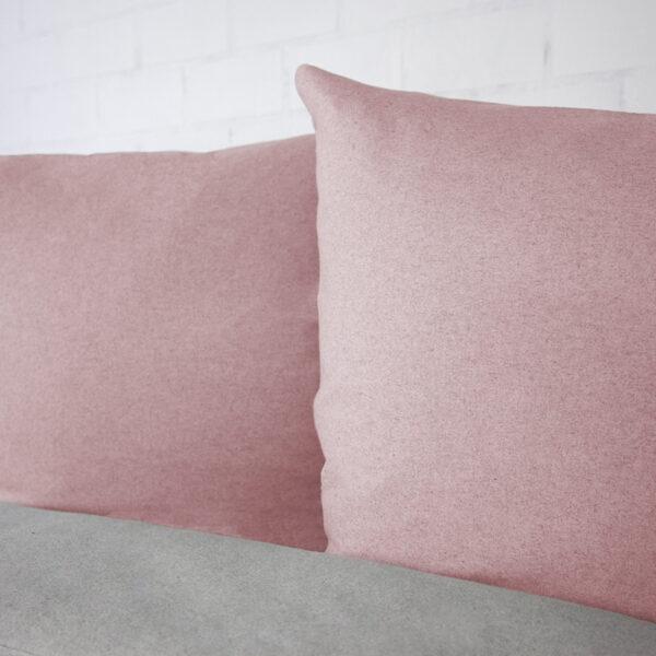Bettwäsche im Design Uni Light Grey Rose von der Seite